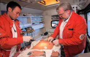 EKG-Ableitung im RTW, Bild AOK Bundesverband)