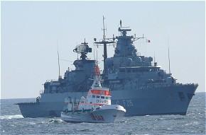 Fregatte Brandenburg und Seenotrettungskreuzer im Einsatz