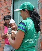 USAM-Mitarbeiterin erfasst Daten in Manaus