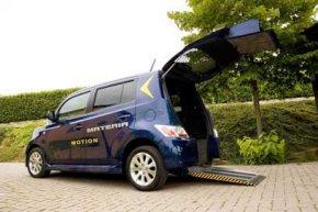 Daihatsu/KIVI: Mini-Rollstuhl-Van für Selbst- und Beifahrer.