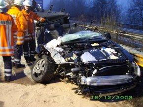 Der eingeklemmte Fahrer dieses Autos, durfte das Krankenhaus nach ambulanter Behandlung verlassen.