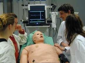 Das realitätsnahe Notfallpraktikum, bereitet den Studierenden viel Freunde.