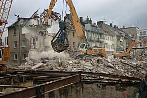 Häuser muss die Feuerwehr abreissen, um sicher weiterarbeiten zu können. (Foto: Stadt Köln/Berufsfeuerwehr)