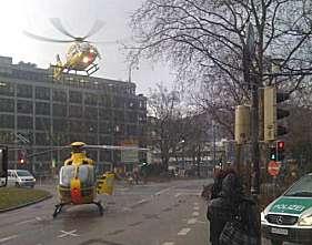 Zum Transport der Schwerverletzten landeten gleich zwei Rettungshubschrauber in der Heidelberger City. Foto: miquelmartin / twitpic