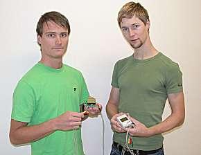 """Die Studenten Christoph Czerny und Bernd Lorenz verbesserten das HRV-EKG-Aufzeichnungsgerät """"HeartMan"""""""