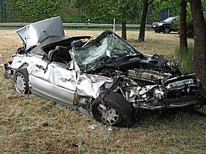Der Fahrer überlebte den Mehrfachüberschlag nicht.