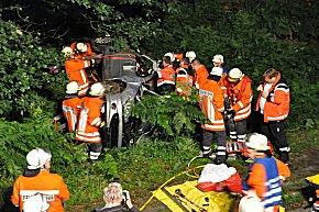 Rettungsarbeiten am Peugeot Cabriolet