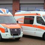 Den RTW (links) baute Ambulanz Mobile aus, den ELW 1 die Firma Aluca. Foto: DRK KV Ulezen
