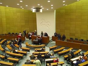 Im Niedersächsischen Landtag legte die Landesregierung ihre Einschätzung zu Ausschreibungen im Rettungsdienst dar. (Foto: CC; Stern)