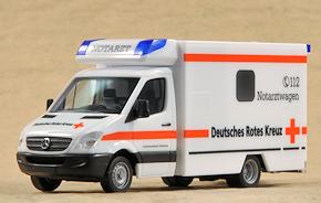 H0-Modell von Herpa: NAW des DRK-Ambulanzdienstes Hamburg. Foto: Michael Rüffer