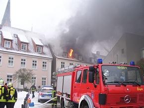 Feuer am Rathausmarkt in Schleswig. (Foto: FF Jagel)