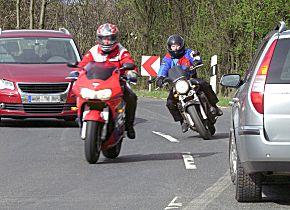 Der Auftakt der Motorradsaison birgt besondere Gefahren. (Foto: AvD/Allianz)