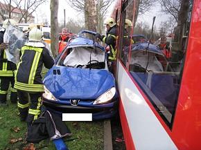 Unfall in Halle (Foto: Feuerwehr Halle)