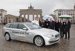 Zwischenstopp des eCall-Testfahrzeugs an der Allianz-Repräsentanz am Brandenburger Tor. (Foto: AvD)