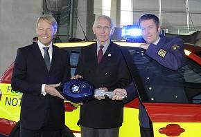Fahrzeugübergabe:  Christoph von Tschirschnitz, Dr. Wilfried Blume-Beyerle, Oberbranddirektor Wolfgang Schäuble