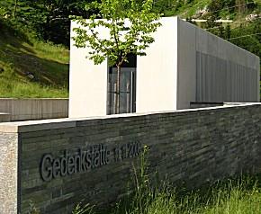 Gedenkstätte zum Seilbahnunglück (Foto: Manfred M. Wiesinger, cc)
