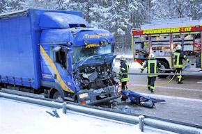 Auf der A7 bei Dorfmark fuhr dieser Lkw auf ein Stauende auf. Foto: Polizei