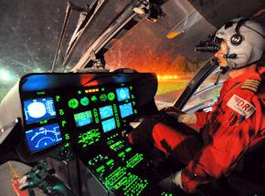 Pilot mit NVG im Cockpit. Foto: DRF Luftrettung
