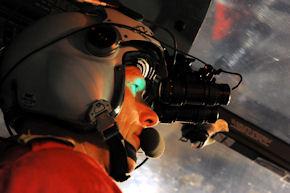 Pilot beim NVG-Training. Foto: DRF Luftrettung