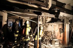 Beim Wohnhausbrand in Augsburg entstand erheblicher Sachschaden. 12 Personen verletzt. (Foto: BF Augsburg)