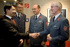 Gesundheitsminister Rösler trifft Karl zu Löwenstein (Foto: Wolf Lux, MHD)