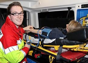 Andreas Voß hat seinen Entschluss zum freiwilligen sozialen Jahr im Rettungsdienst und Krankentransport des Kreises Soest bis heute nicht einen Tag bereut. (Foto: Kreis Soest)