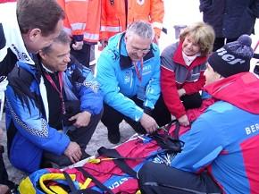 Überzeugten sich von der Leistungsfähigkeit der Rettungskräfte: Bayerns Innenminister Herrmann und BRK-Präsidentin Prinzessin von Thurn und Taxis. (Foto: BRK)