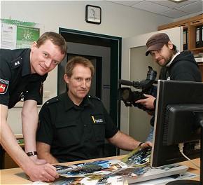POK Andrik Hackmann (links) und PK Thorsten Leymann bei den Filmaufnahmen.