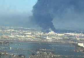 Luftbild der völlig zerstörten Hafenstadt Sendai (Foto: U.S. Navy)