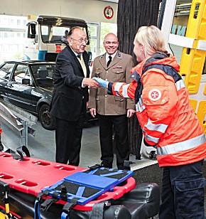 Hans-Dietrich Genscher besuchte die SAN-Areana in Hannover (Foto: JUH)
