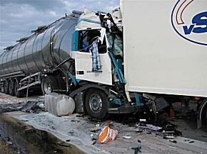 Für den eingeklemmten Lkw-Fahrer kam jede Hilfe zu spät. (Foto: EPHK Klaus-Dieter Kroll)