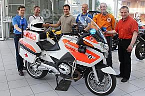 Dank der Hilfe von BMW Motorrad Bachfrieder aus Piding, rollt Bayern 51 wieder. (Foto: BRK)