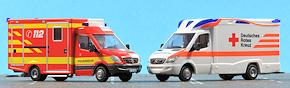 """Neue RTW-Modelle von Rietze: """"Modell 2010"""" von WAS (links) und """"Tigis Ergo"""" von Ambulanz Mobile (rechts). Foto: Michael Rüffer"""