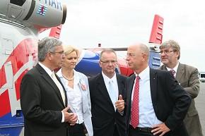 Roger Lewentz (links) besuchte die Luxembourg Air Rescue. (Foto: IM RLP)