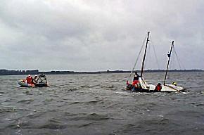 Segelkutter nahm viel Wasser (Foto: DGzRS)