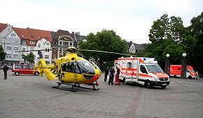 Christoph 8 aus Lünen brachte den Mann mit schweren Brandverletzungen in eine Spezialklinik. (Foto: Feuerwehr Essen, Mike Filzen)