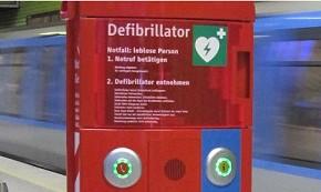 AED an einem U-Bahnsteig in München (Foto: MVG)