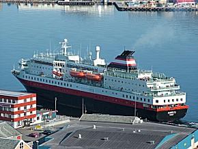 Die MS Nordlys im Hafen von Hmmerfest (Foto: Clemens Franz, CC)