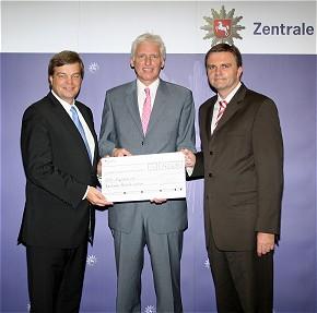 Enak Ferlemann (BMVBS), Polizeipräsident Dr. Christian Grahl und Innenminister Uwe Schünemann (Foto:Landesbereitschaftspolizei Hannover)
