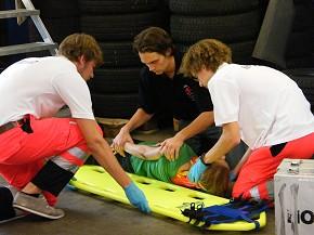 Mit einem praxisorientierten Ausbildungskonzept werden die neuen Freiwilligen auf ihren Einsatz vorbereitet. (Foto: BRK Erlangen)