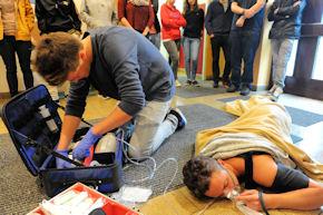 Ausbildung zum Notfallsanitäter: Wer bei der Ergänzungsprüfung durchfällt, darf einmal wiederholen.