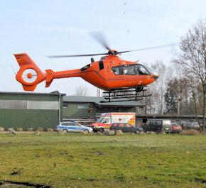 """Arbeitsunfall: """"Christoph 29"""" brachte den Verletzten in eine Klinik. Foto: Polizei"""