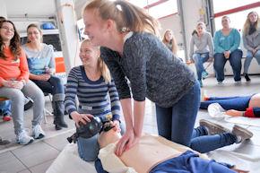 Notfallsanitäterinnen von morgen: Girlsday beim DRK-Rettungsdienst Rheinhessen-Nahe. Foto: DRK