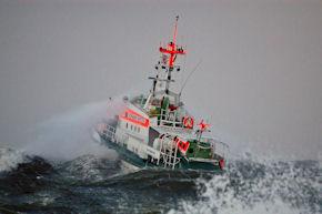 """Der Seenotkreuzer """"Vormann Jantzen"""" kam vor Rügen bei Starkwind einem Angelkutter zu Hilfe. Foto: Wolfgang Scholz/DGzRS"""