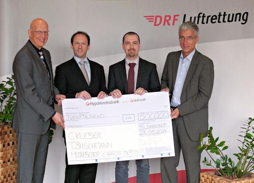 Dr. Hans Jörg Eyrich, Prof. Dr. Erik Popp,  Preisträger Dr. Christian Kleber, Prof. Dr. André Gries (v. li.). Foto: DRF Luftrettung