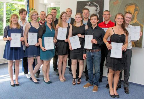 """14 Auszubildende erhalten nach erfolgreichem Staatsexamen die Erlaubnis zur Führung der Berufsbezeichnung """"Rettungsassistent"""". Foto: RKiSH"""