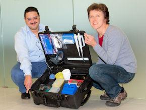 Infektionsforscher des DPZ haben einen Ebola-Diagnosekoffer entwickelt. Foto: Karin Tilch/DPZ