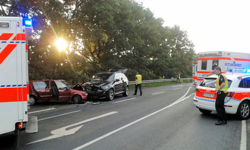 Sechs RTW, drei NEF sowie ein Rettungshubschrauber waren am Unfallort. Foto: Polizei