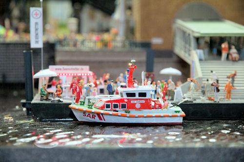 """Seenotretter ziehen ins Hamburger """"Miniatur-Wunderland"""" ein. Foto: DGzRS"""