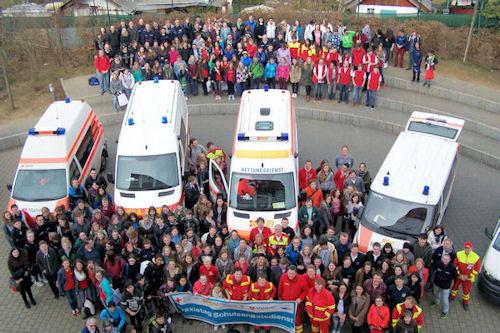 Über 350 Schülerinnen und Schüler aus ganz Bayern haben sich am 21. März in Nürnberg im Bereich Erste Hilfe fortgebildet.
